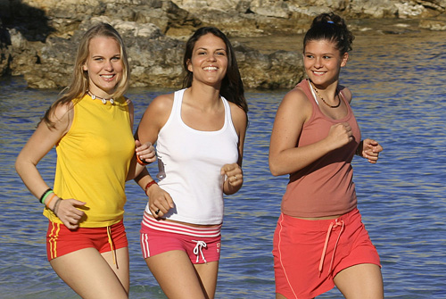 three_young_woman_jogging